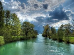 El río de aguas verdes