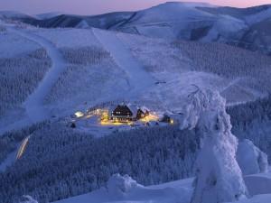 Luces en el hotel de montaña