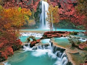 Postal: Cascadas en un bello lugar