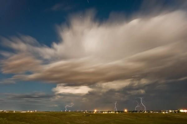 Rayos entre las nubes