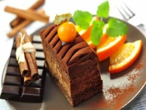 Postal: Pastel de chocolate, canela y naranja