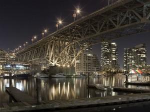 Puente sobre el puerto