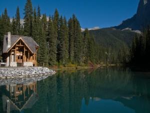 Postal: Casita junto al lago