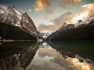 Lago en un frío lugar