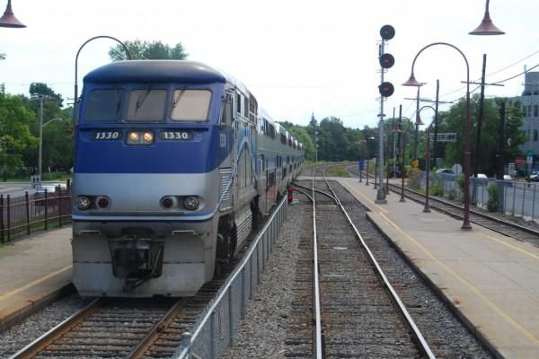 Tren de Banlieue, con dirección a Dorion-Rigaud en Montreal (Canadá)