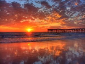 El sol reflejado en la orilla
