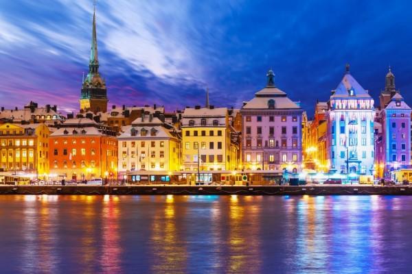 Vista parcial de la ciudad de Estocolmo al anochecer