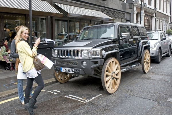 Hummer con ruedas de madera