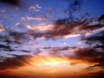 Cielo nublado con matices de colores