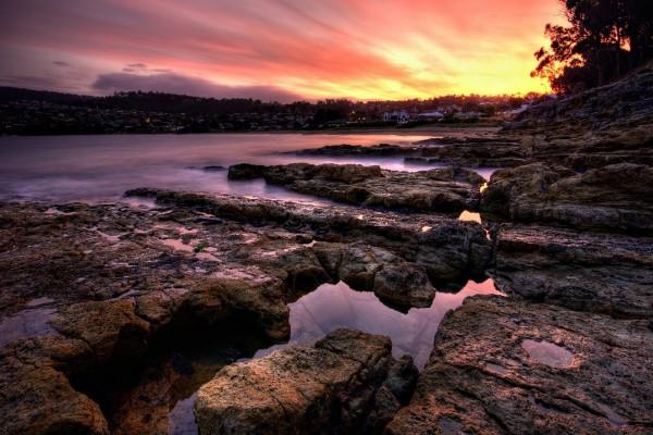Ciudad más allá de las rocas