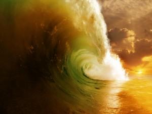 Gran ola al atardecer