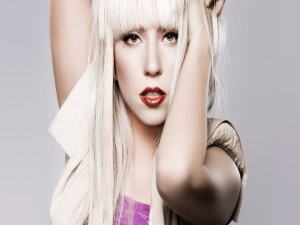 Postal: Lady Gaga rubia