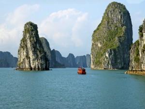 Postal: Admirando las inmensas rocas