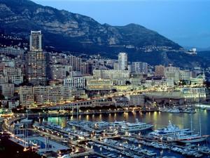 Postal: Anochece en Montecarlo (Mónaco)