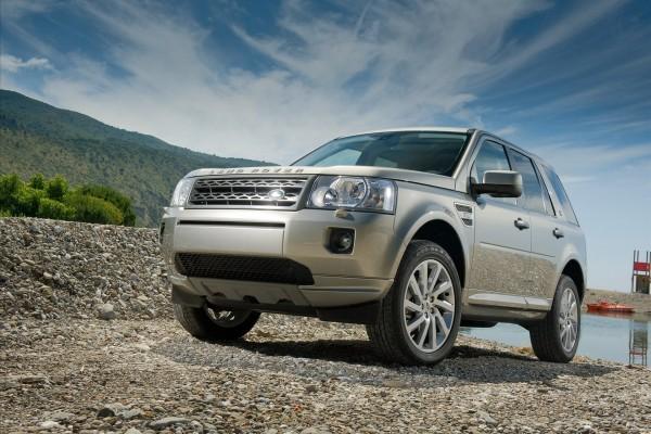 Land Rover sobre las piedras