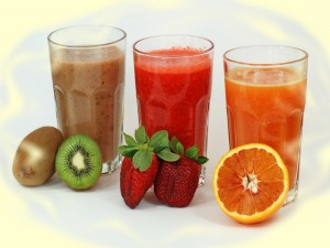 Zumos de kiwi, fresa y naranja