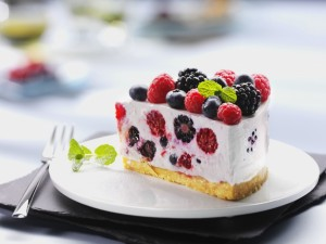 Tarta de yogur y frutos del bosque