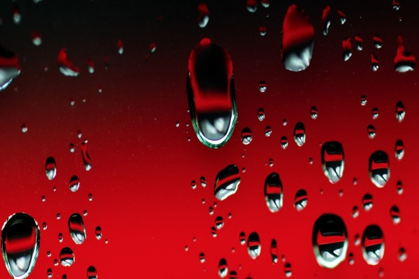 Gotas de agua en el cristal