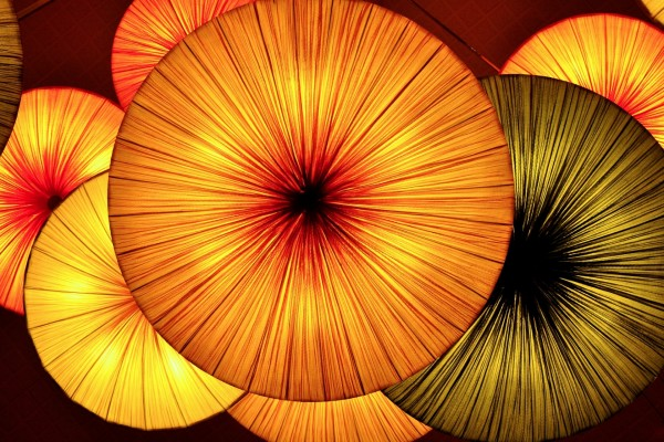 Sombrillas anaranjadas