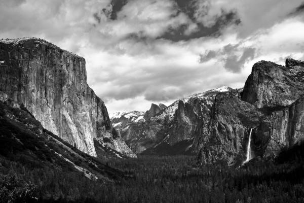Montañas en blanco y negro