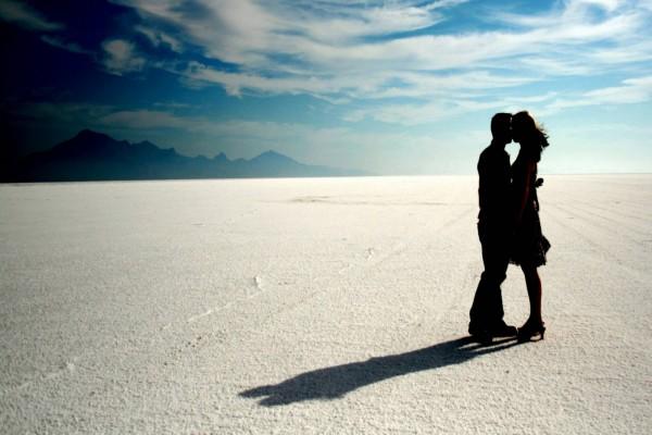 """Beso en un bello lugar en el """"Día Internacional del Beso, 13 de Abril"""""""
