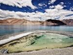 Agua y montañas