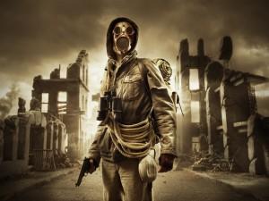 Hombre con máscara de gas, en una ciudad en ruinas