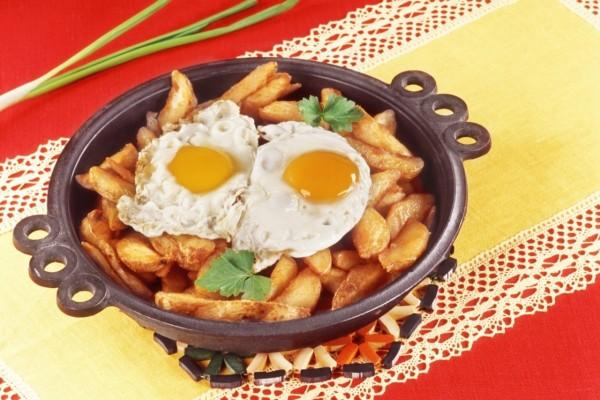 Sartén de huevos con patatas