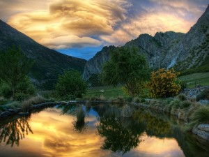Postal: Amanecer en las montañas
