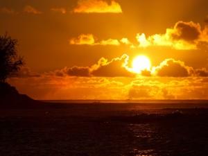 Postal: El gran sol brillando sobre el mar
