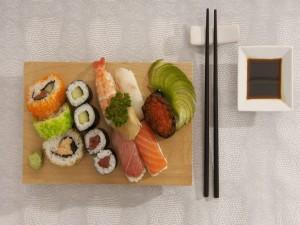 Postal: Tabla surtida de comida japonesa