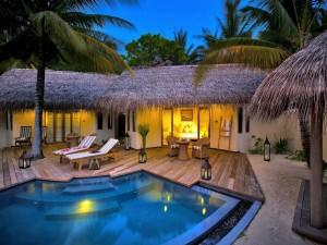 Postal: Cabaña de lujo con piscina y jardines