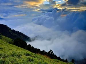 Postal: Montañas verdes, donde el cielo está más cerca