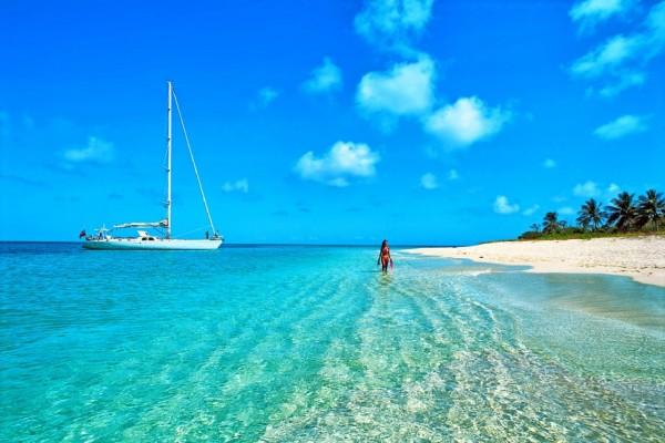 Caminando a orillas del mar