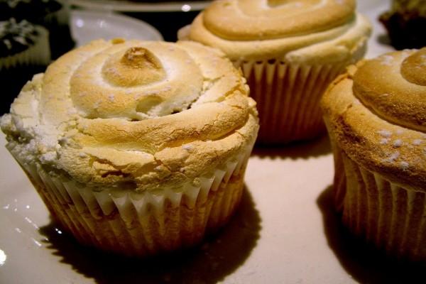 Magdalenas realizadas con merengue y harina