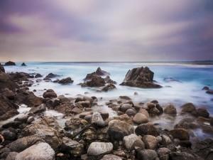 Postal: Piedras en la orilla del mar