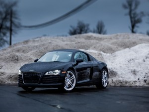 Audi bajo la lluvia