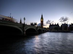 Postal: Anochecer en Londres