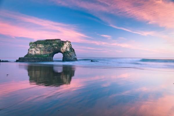El cielo reflejado en la arena de la playa