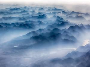 Postal: Niebla y montañas