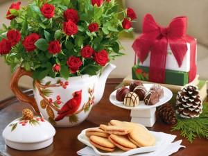 Desayuno con galletas y chocolates, decorado con rosas rojas
