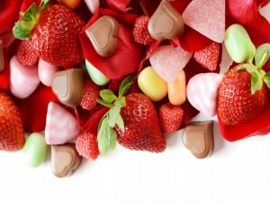 Postal: Caramelos, bombones y fresas