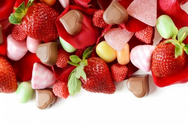Caramelos, bombones y fresas