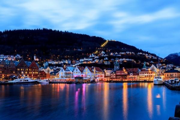 Barcos en el puerto de Bergen (Noruega)