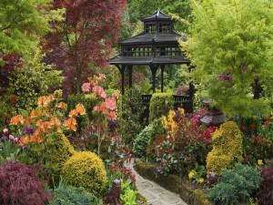 Parque japonés con flores
