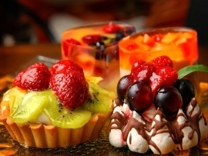 Ricos postres con frutas frescas