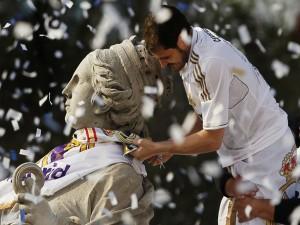 Postal: Iker Casillas en la Cibeles, festejando el triunfo del Real Madrid