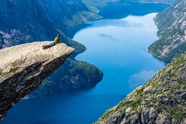 Mirando el lago desde las alturas