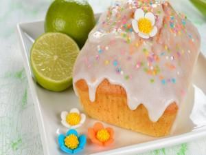 Postal: Pastel dulce y frutas cítricas