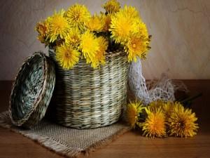 Postal: Cesto con flores amarillas